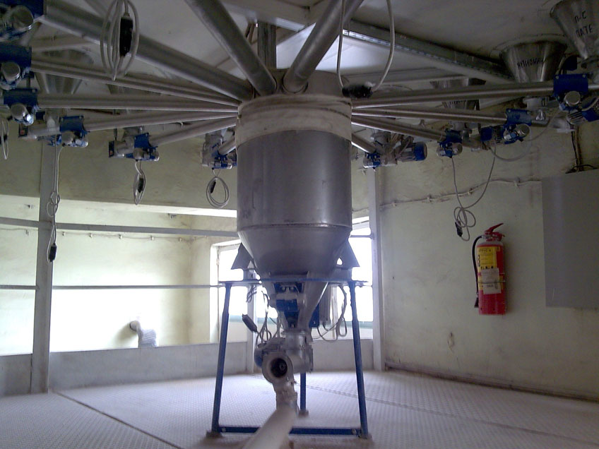 Дозатор на минерални компоненти за производство на комбиниран фураж
